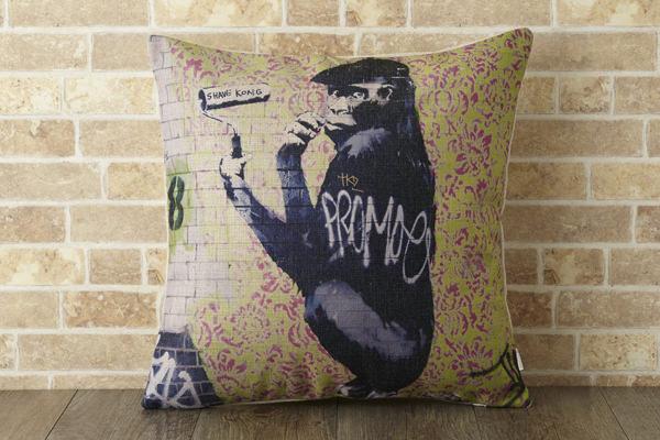 バンクシー Banksy クッションカバー ファンキーゴリラ