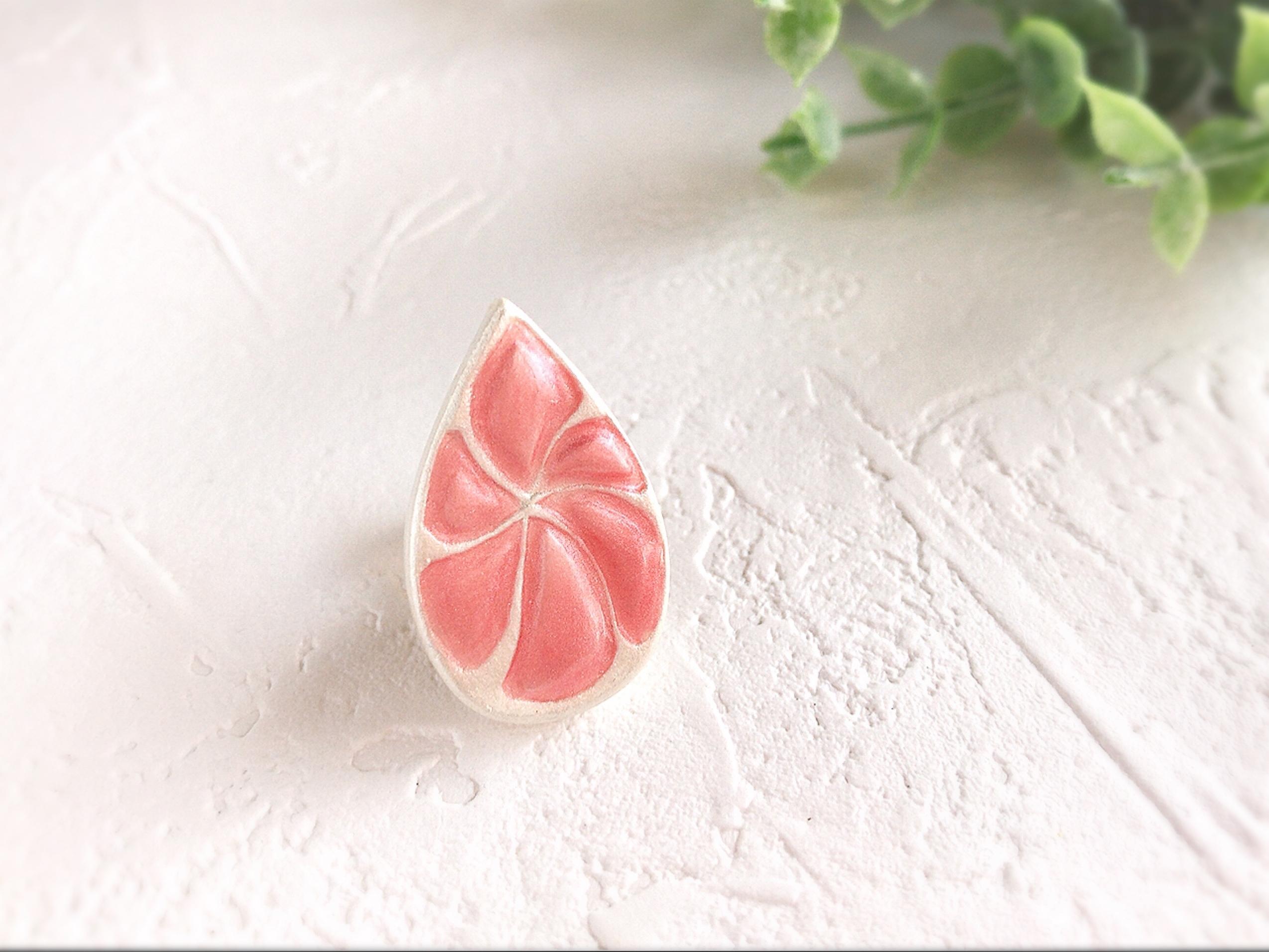 ふんわりカラーのしずくのミニブローチ(ローズピンク)