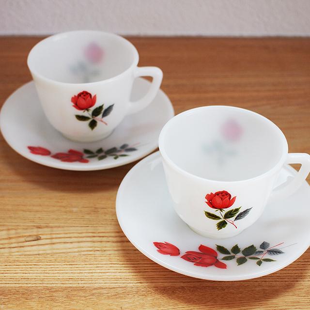 【イギリス】 JAJ パイレックス ミルクガラス カップ&ソーサー ジューンローズ(JUNE ROSE)