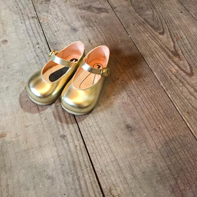 子供靴 シャンパンゴールド ストラップシューズ