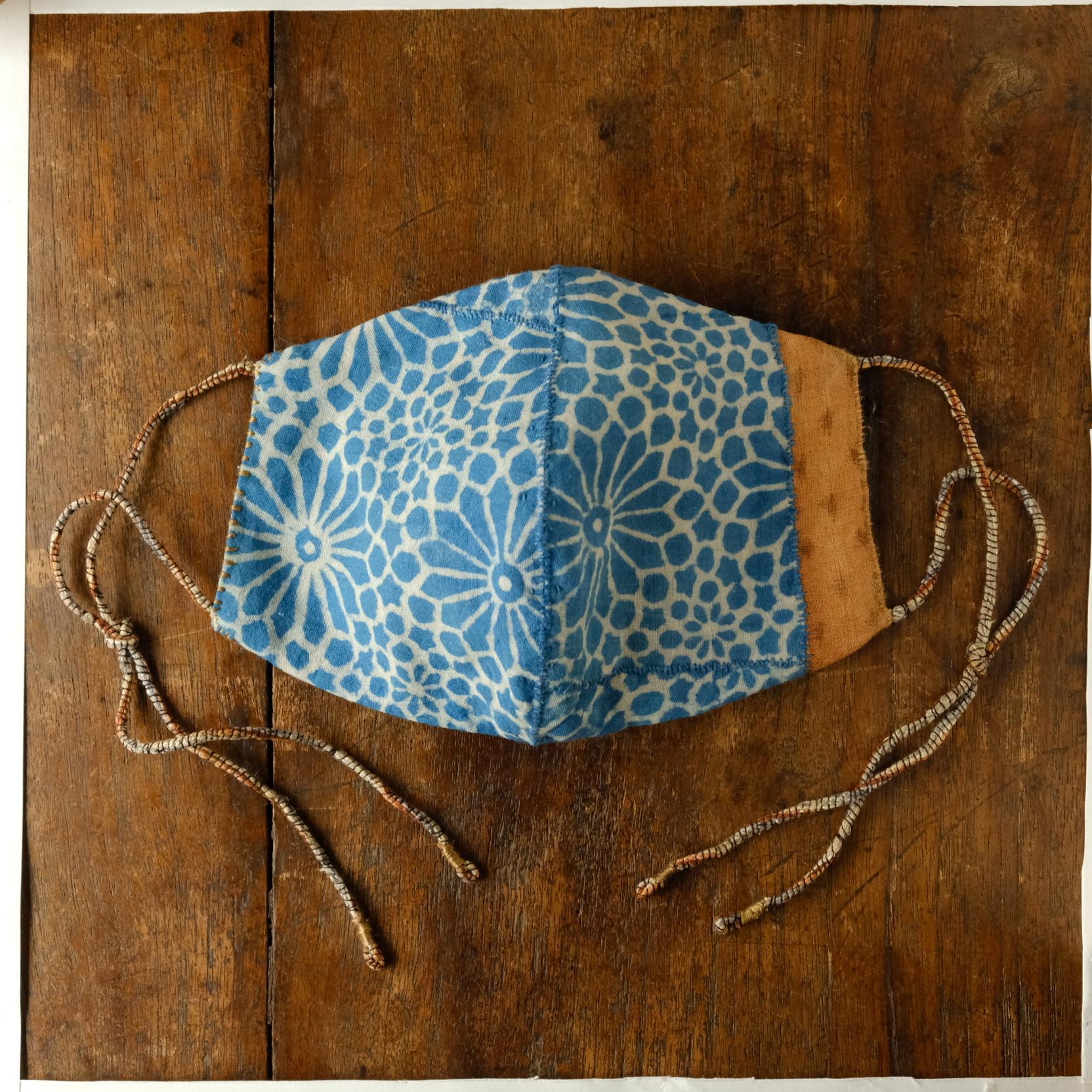 「空に花 土に星」アジュラック/柿渋麻とオーガニックコットンの手縫いマスク 男性用サイズ