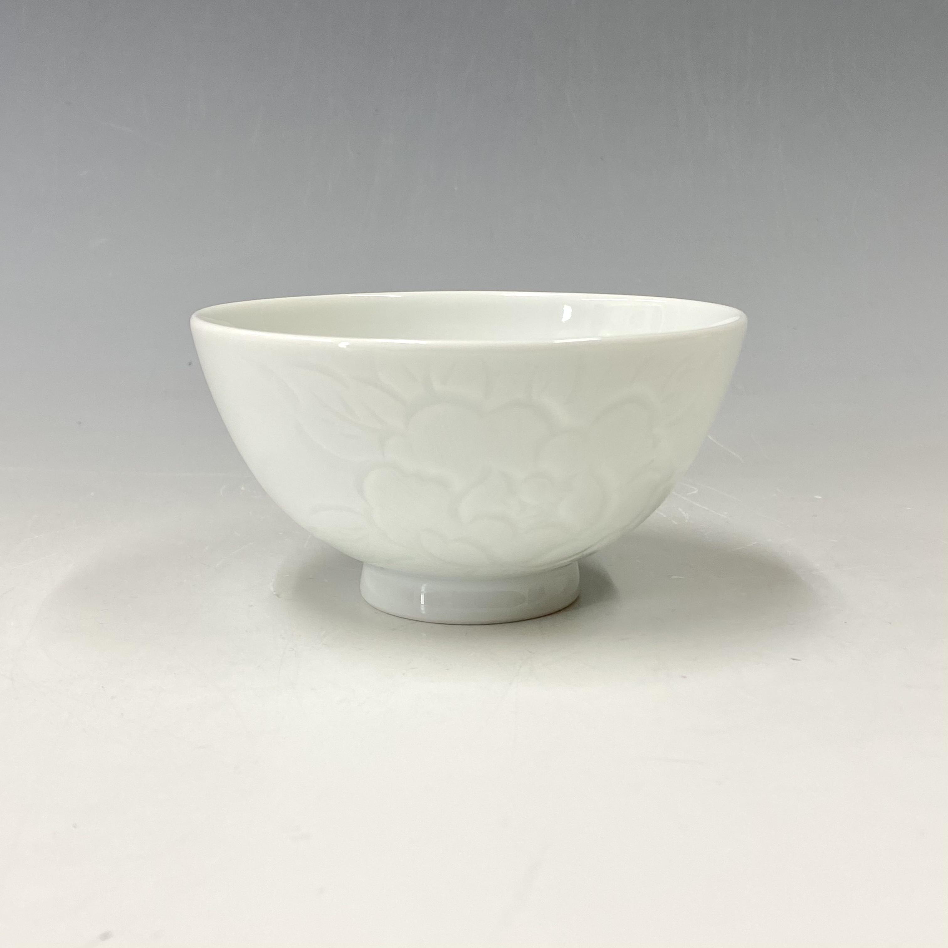 【中尾恭純】白磁牡丹彫茶碗