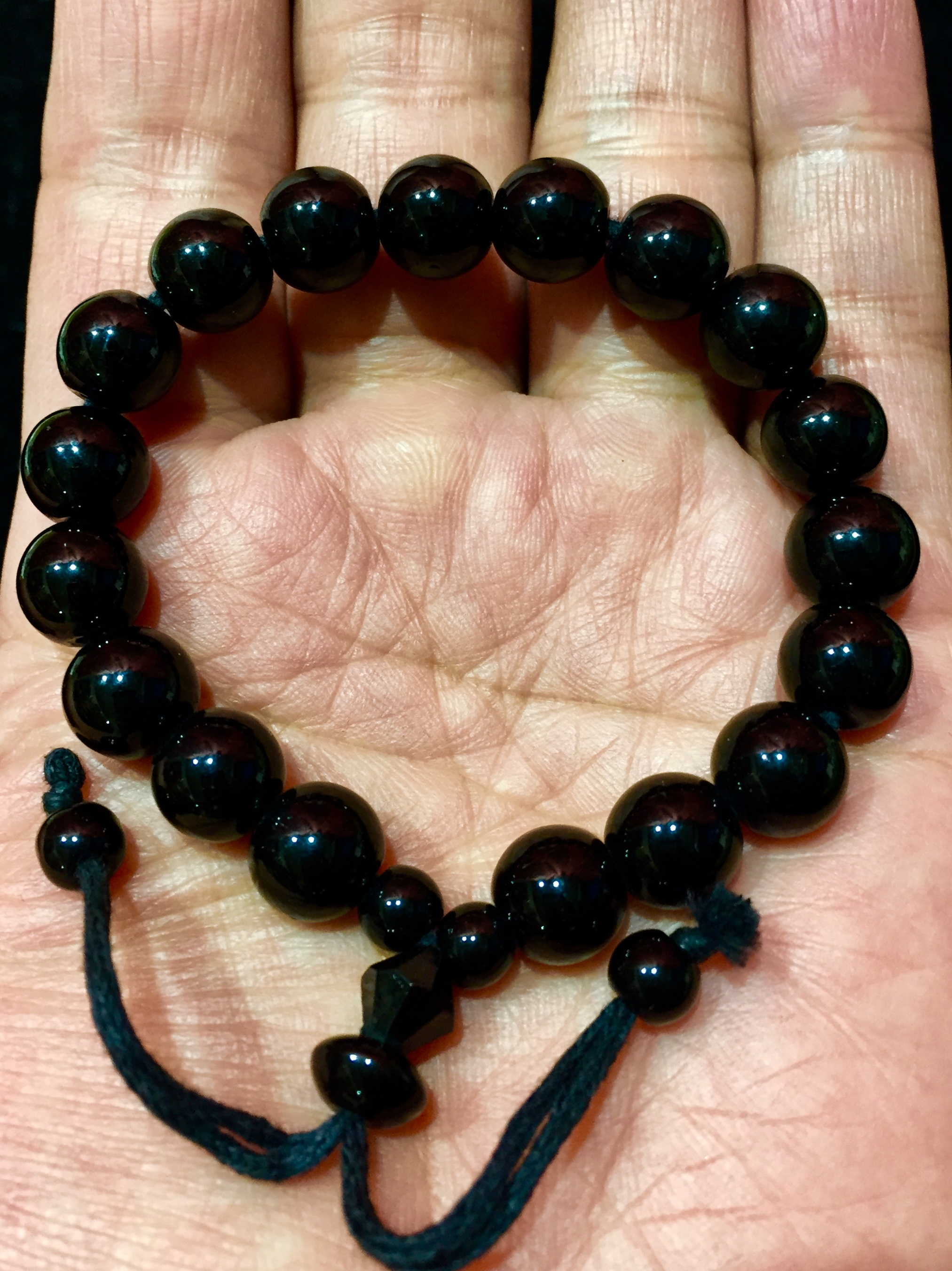 3) ブラックジェイド・ブレスレット(インドネシア産黒翡翠)