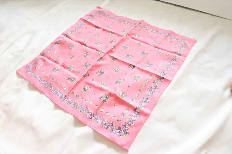 正方形のスカーフ /ピンク × 花柄