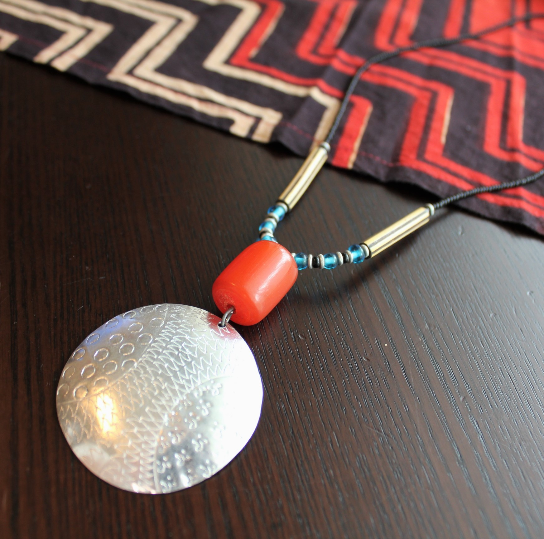 アフリカンビーズ メタル ネックレス