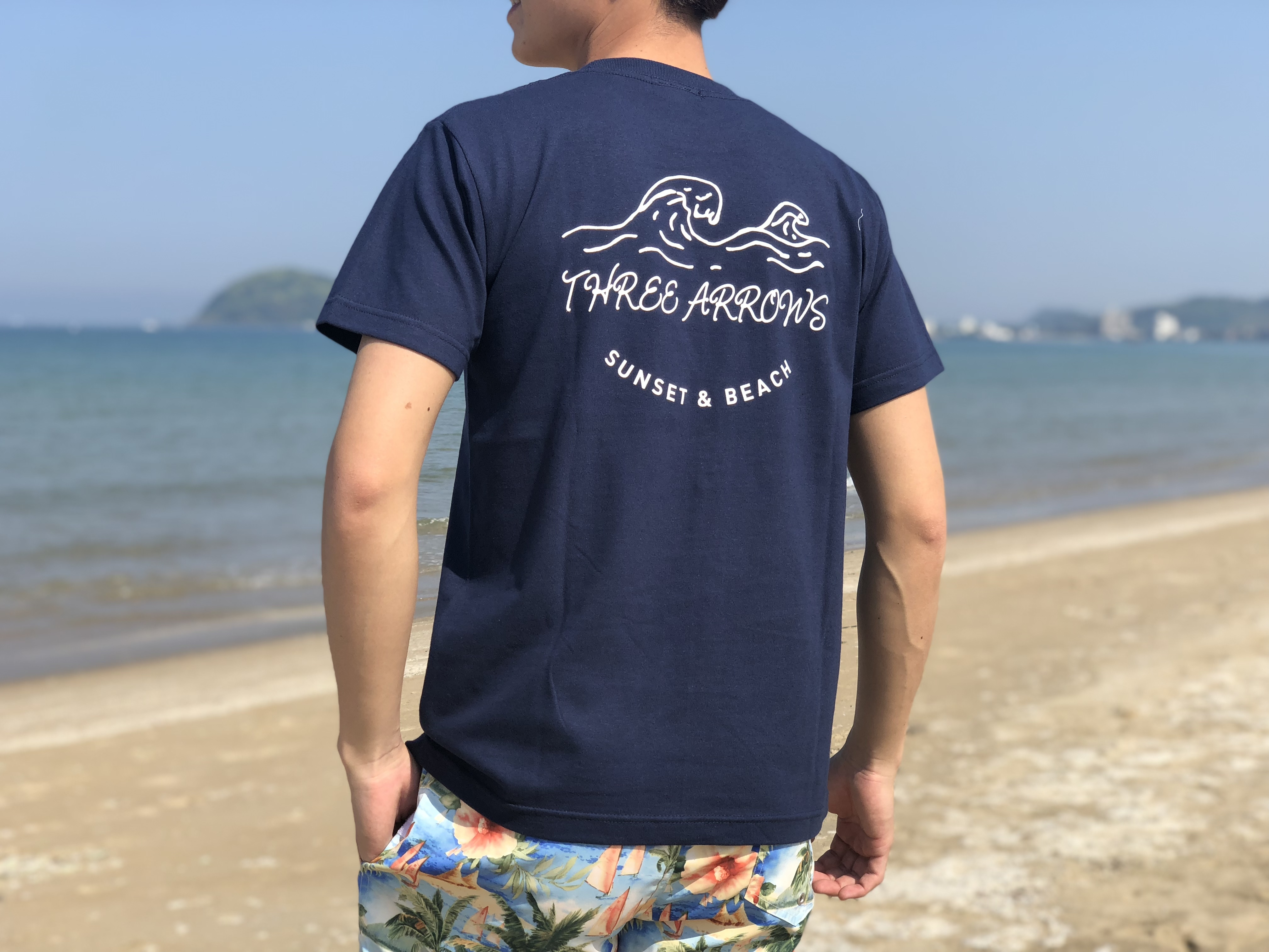 【5/15 21:00販売開始】SUNSET & BEACH Tシャツ(navy)