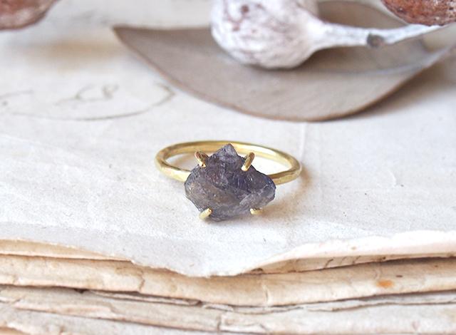 sugar.f14様オーダー 原石のアイオライトのリング