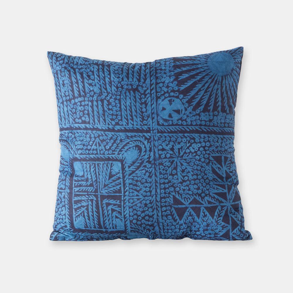 ナイジェリア ヨルバ族の藍染布 アディレ・エレコのクッションカバー SL046