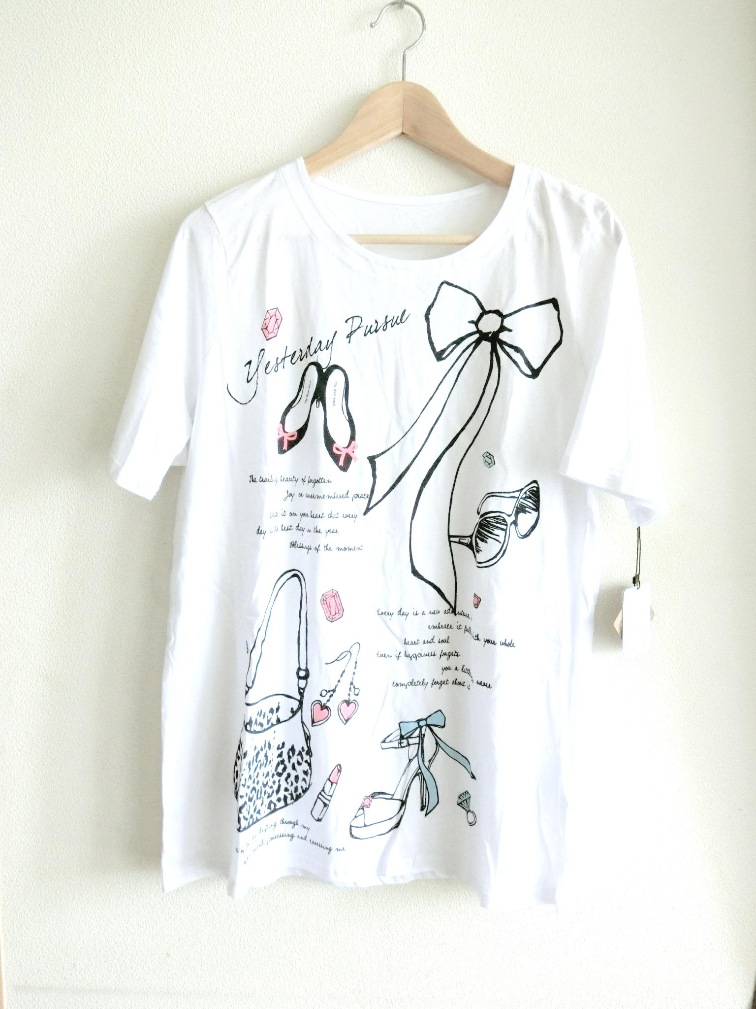 長め丈のオシャレアイテム柄Tシャツ
