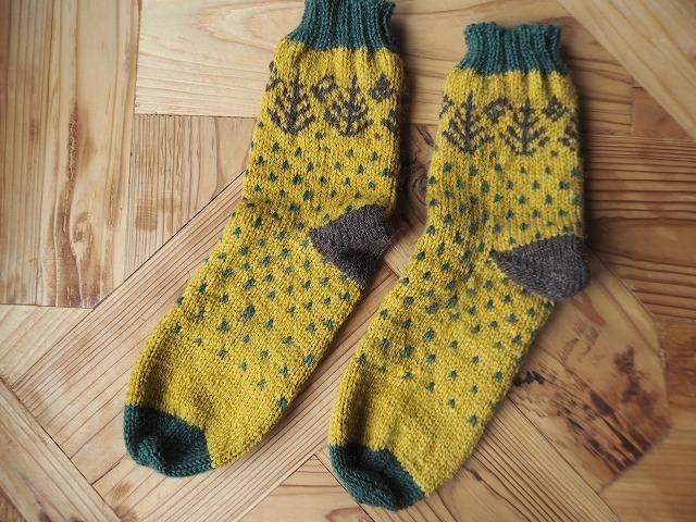 手編みの靴下・マスタード