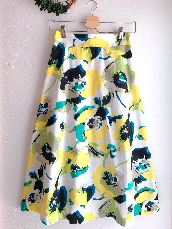 春夏素材の長め丈花柄スカート イエロー