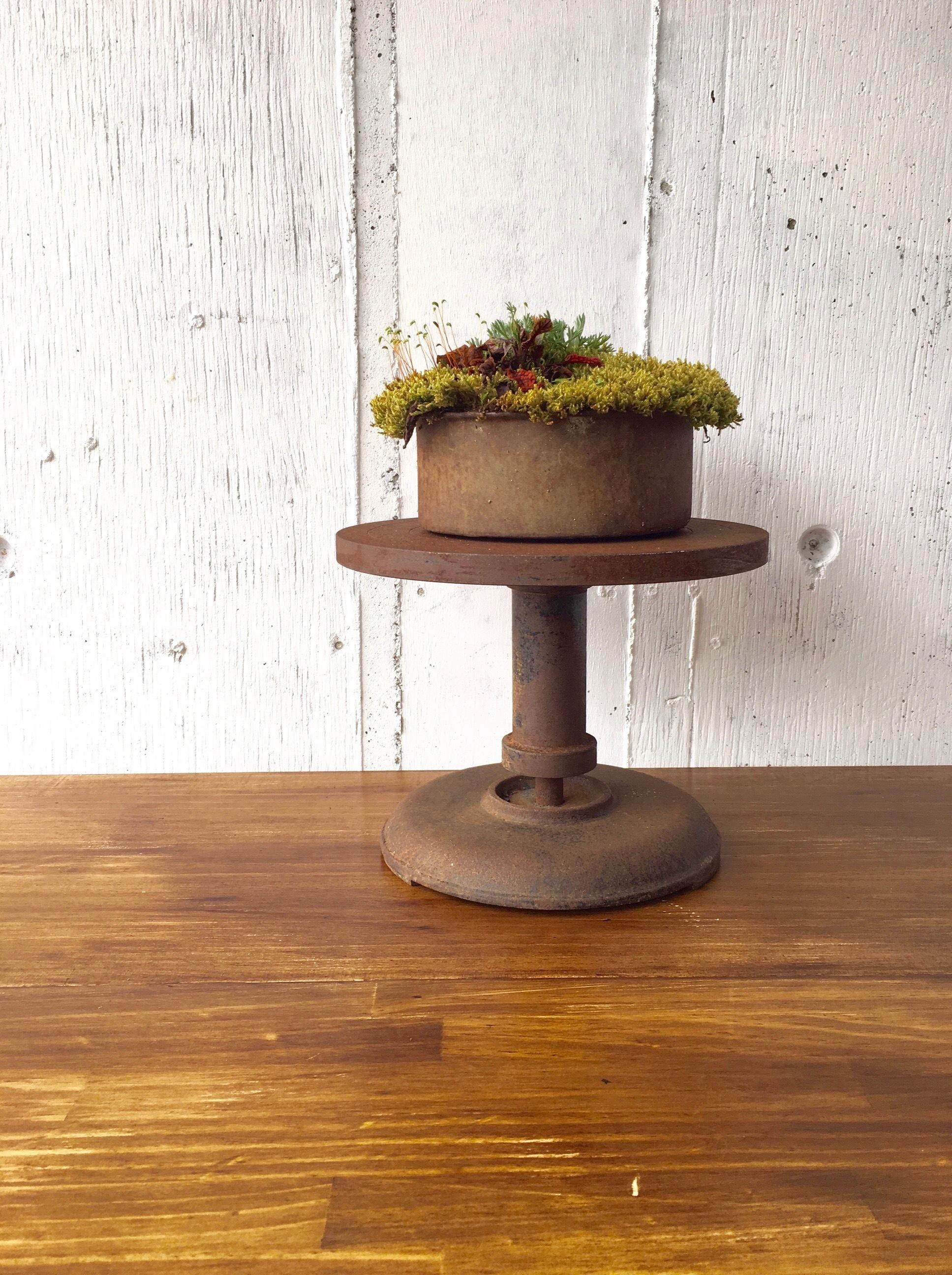アイアン製の飾り台[古道具]