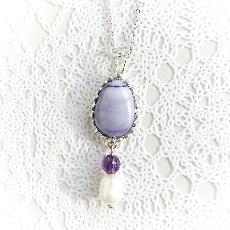 紫のガラスジュエルとアメジスト・淡水パールのネックレス