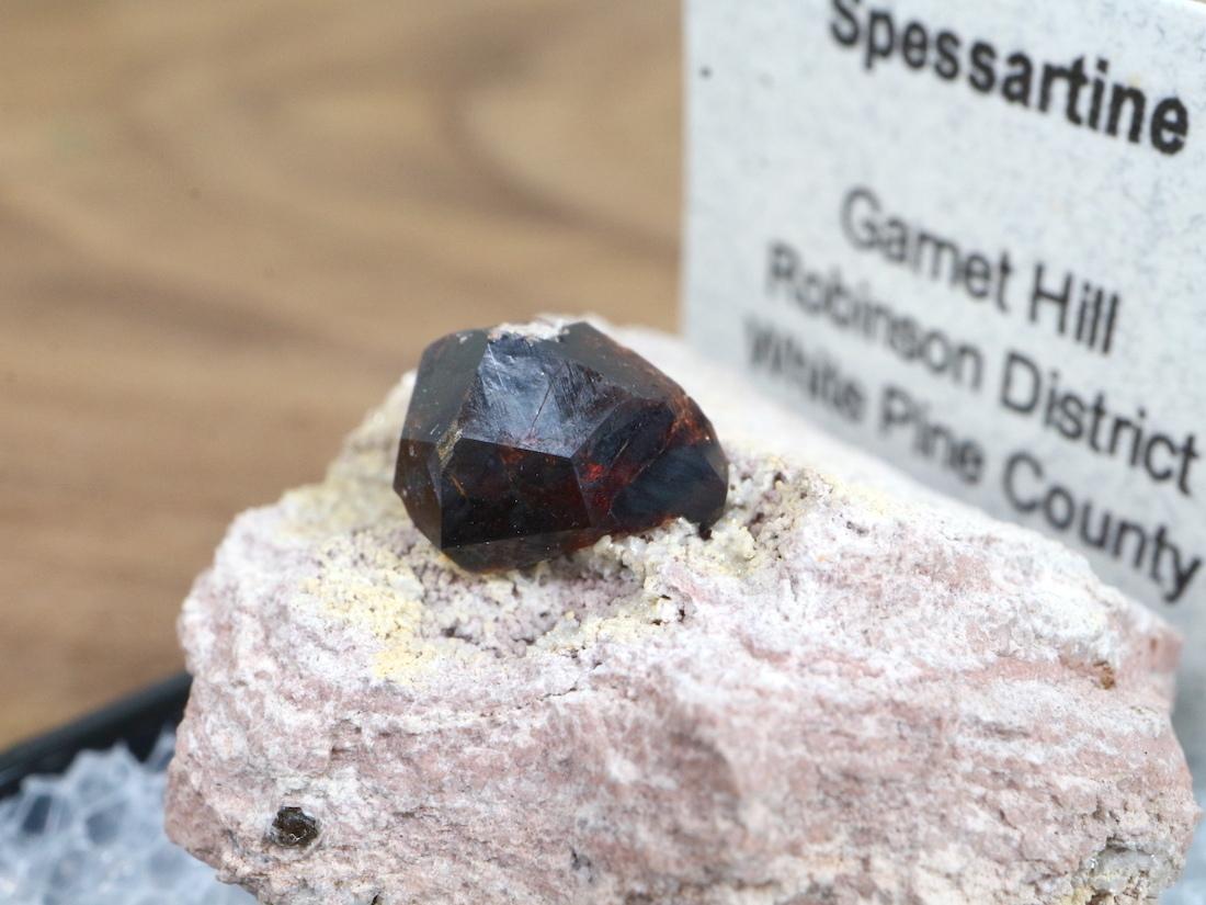 ネバダ産 スペサルティン ガーネット ケース入り GN061 原石 鉱物 天然石 パワーストーン