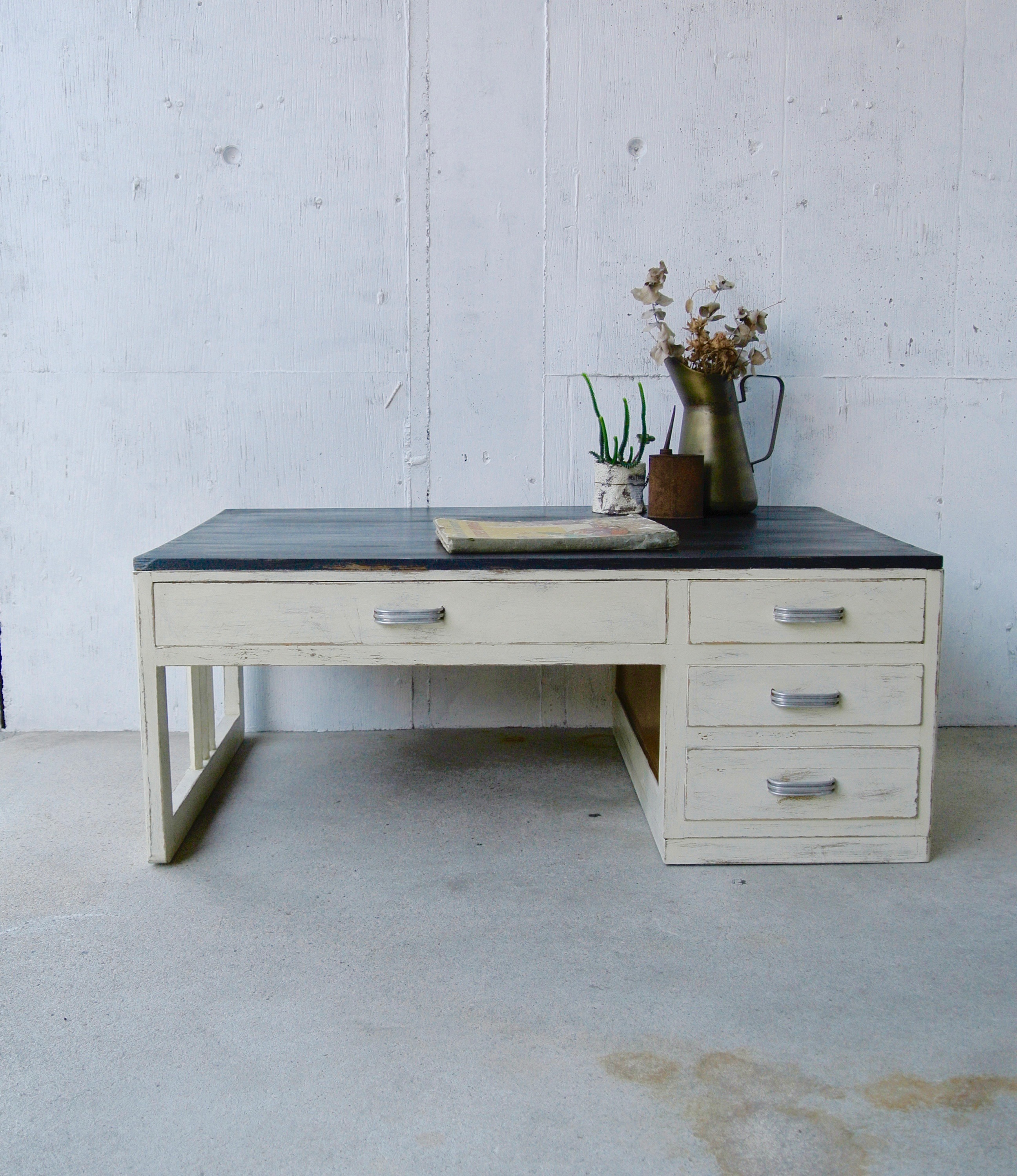 白×黒のフレンチシャビーなローテーブル[オリジナルリメイク]