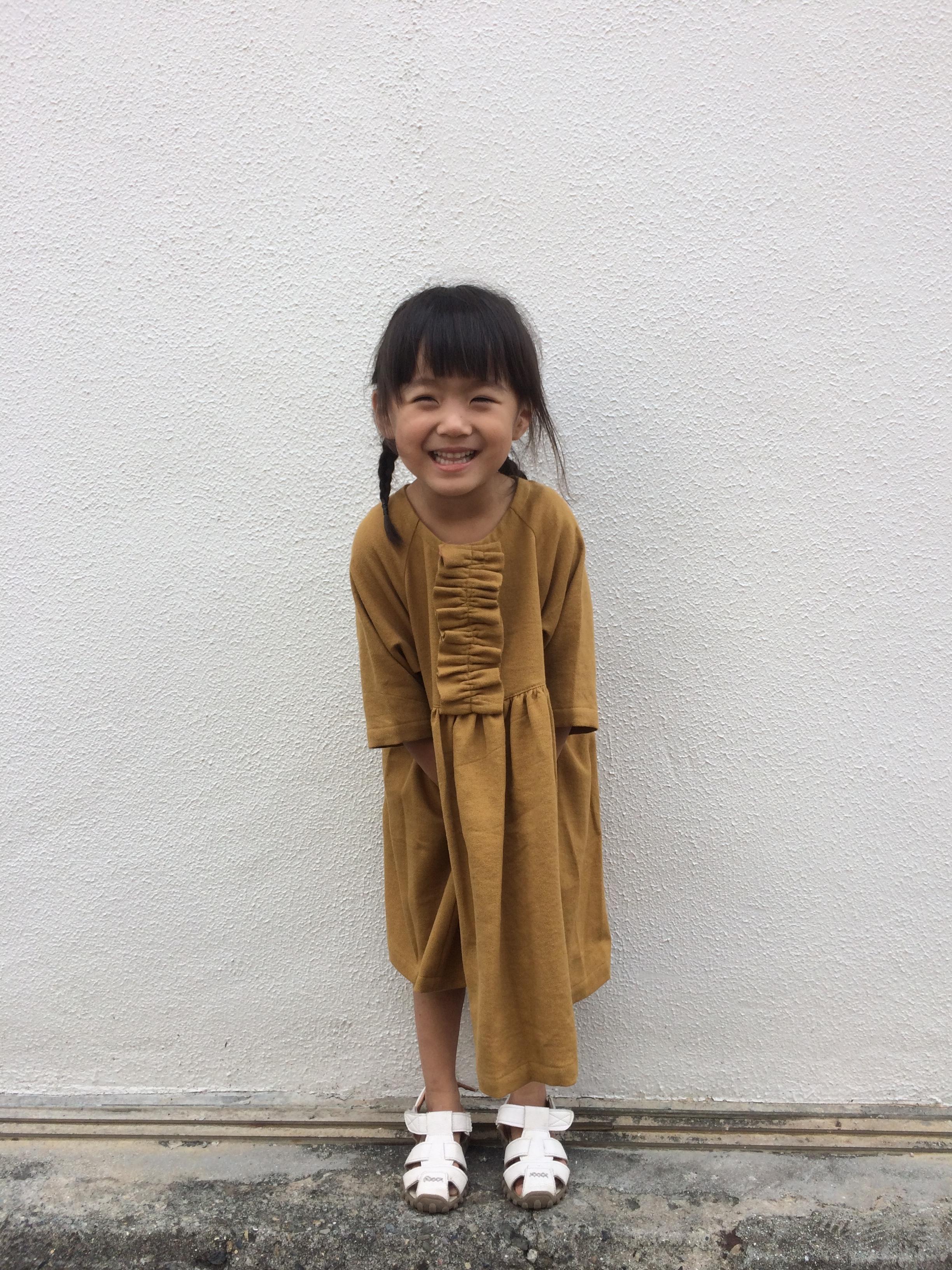 tumugi フリルのドレス マスタード