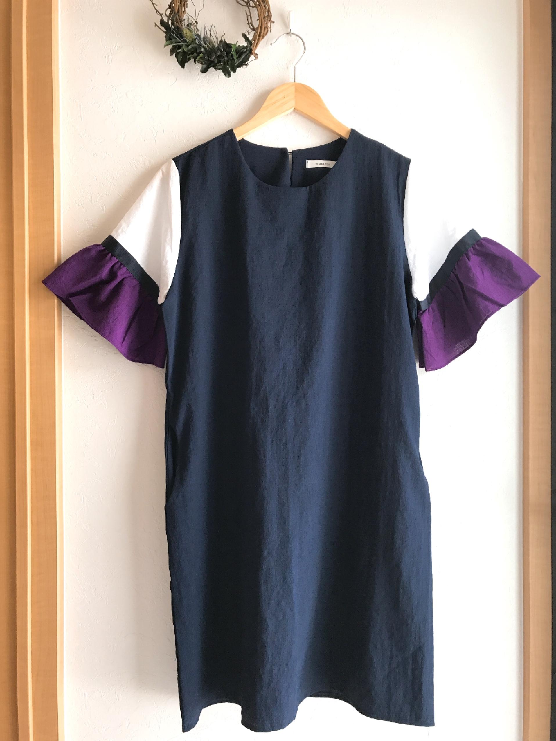 切り替えデザインの袖フリルワンピース ネイビー×パープル