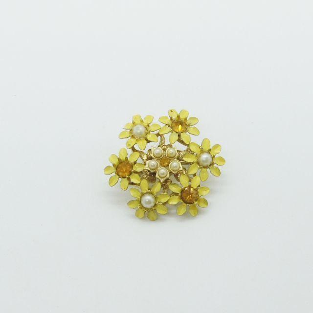 ラインストーンのついたお花のブローチ(黄)
