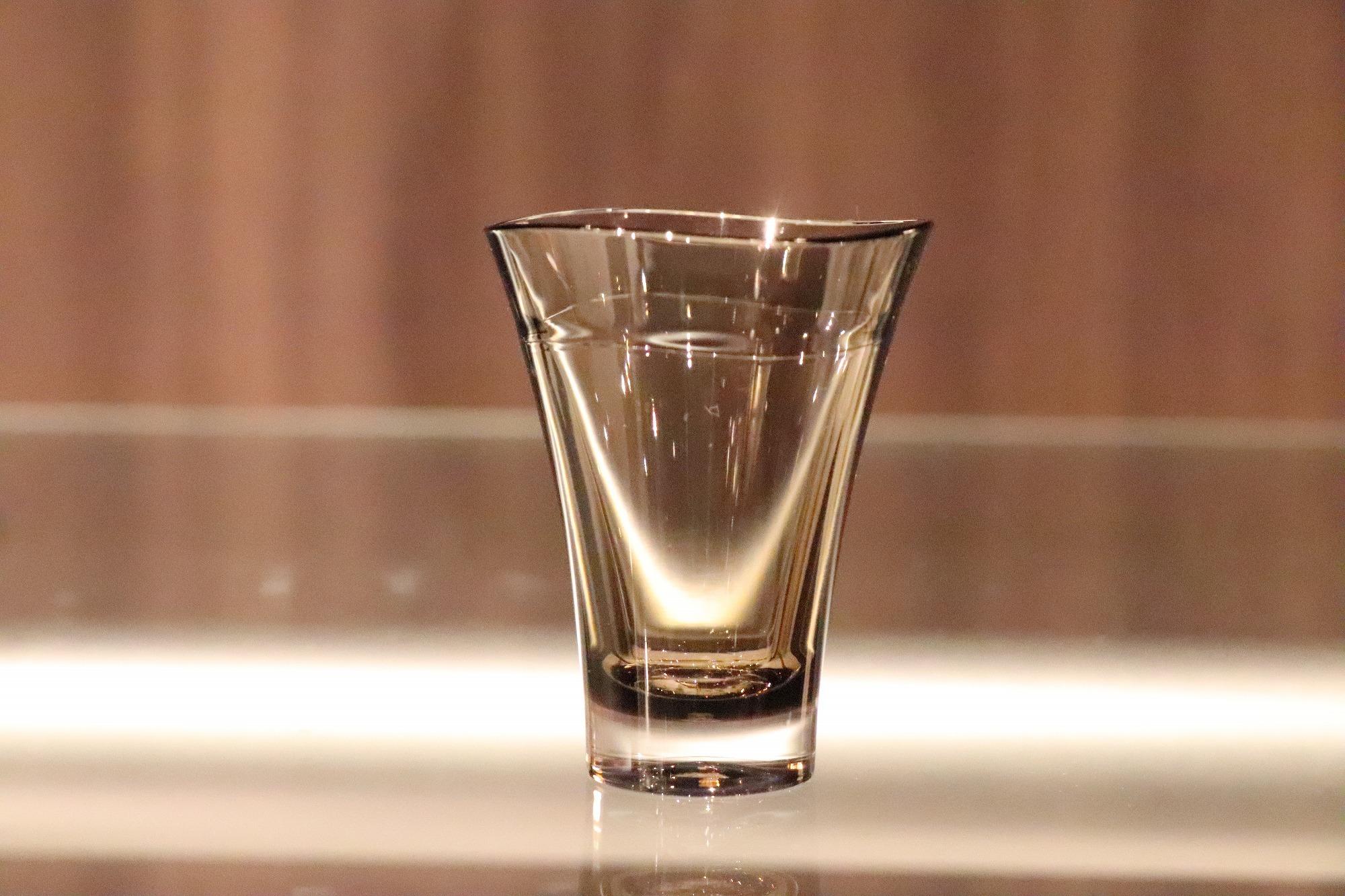 プラキラ(Plakira) ゆらぎ ショットグラス ブラウン 60ml 割れない 盃 ぐい吞み 酒器