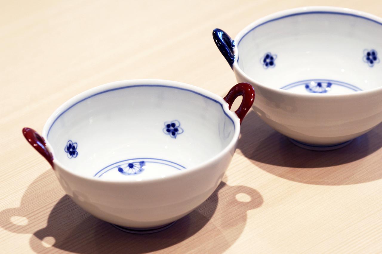 千段小花散し 耳付小鉢(青・赤) 作:晧洋窯(有田焼)