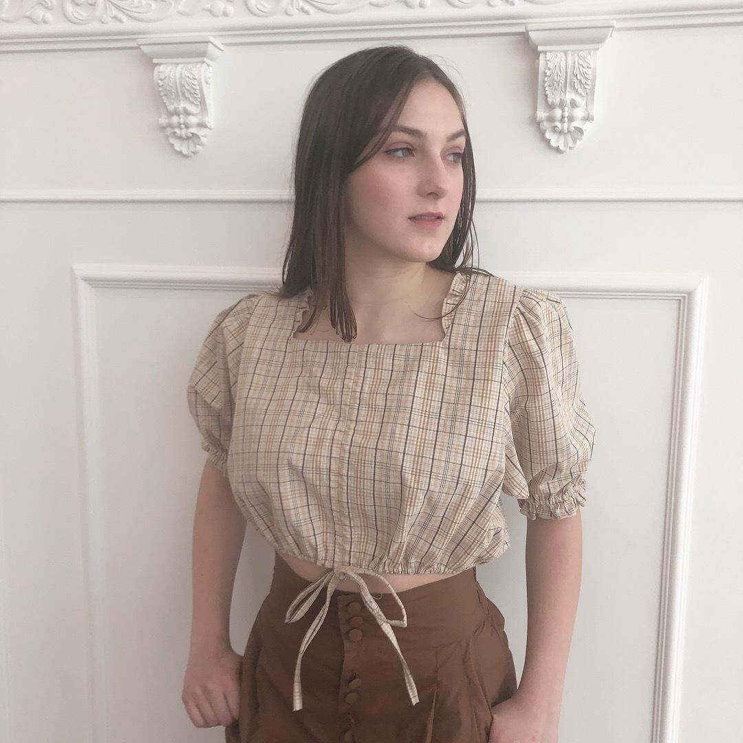 short puff blouse