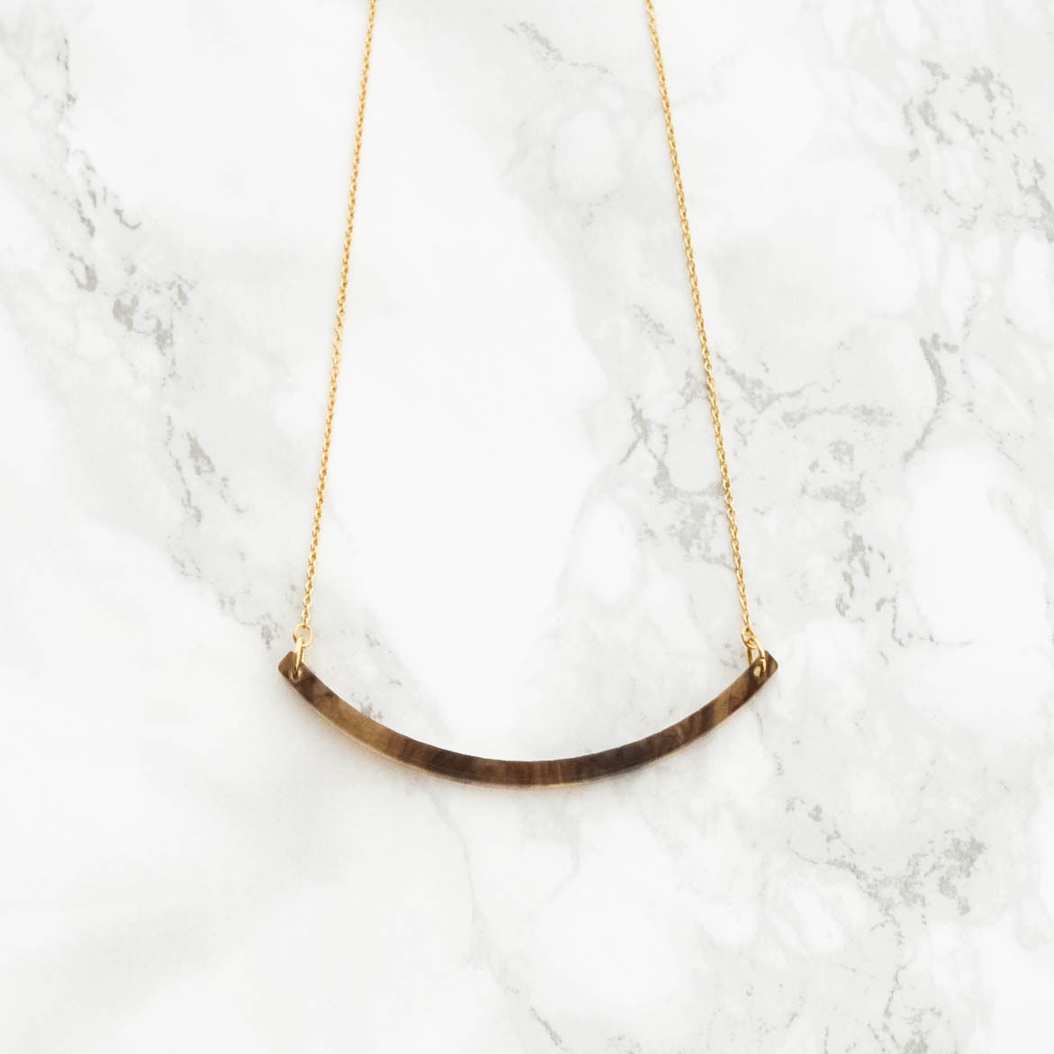 BEKKO Curved Necklace