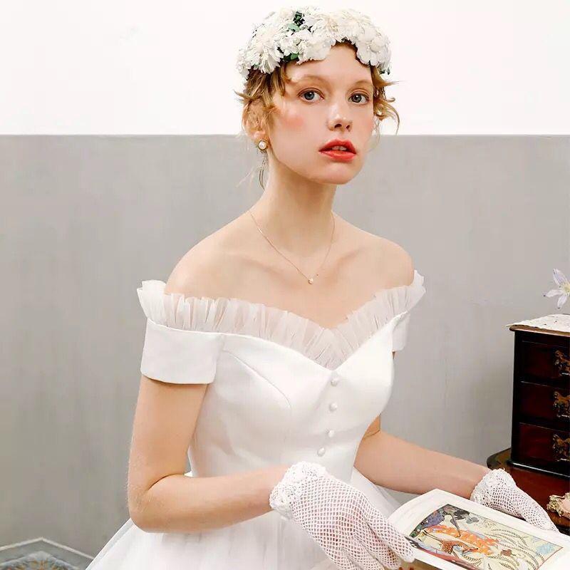 043f45a77d8a6 クラシカルな ウエディングドレス ショート ミモレ丈 オフショルダー 結婚式 二次会 パーティー ドレス ワンピース 演奏会 ホワイト 白 レトロ  F009