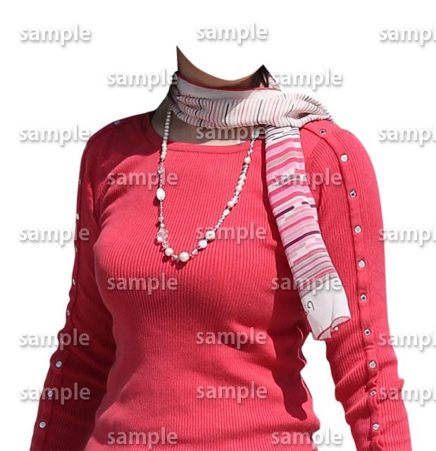 女性ピンクセーター斜め
