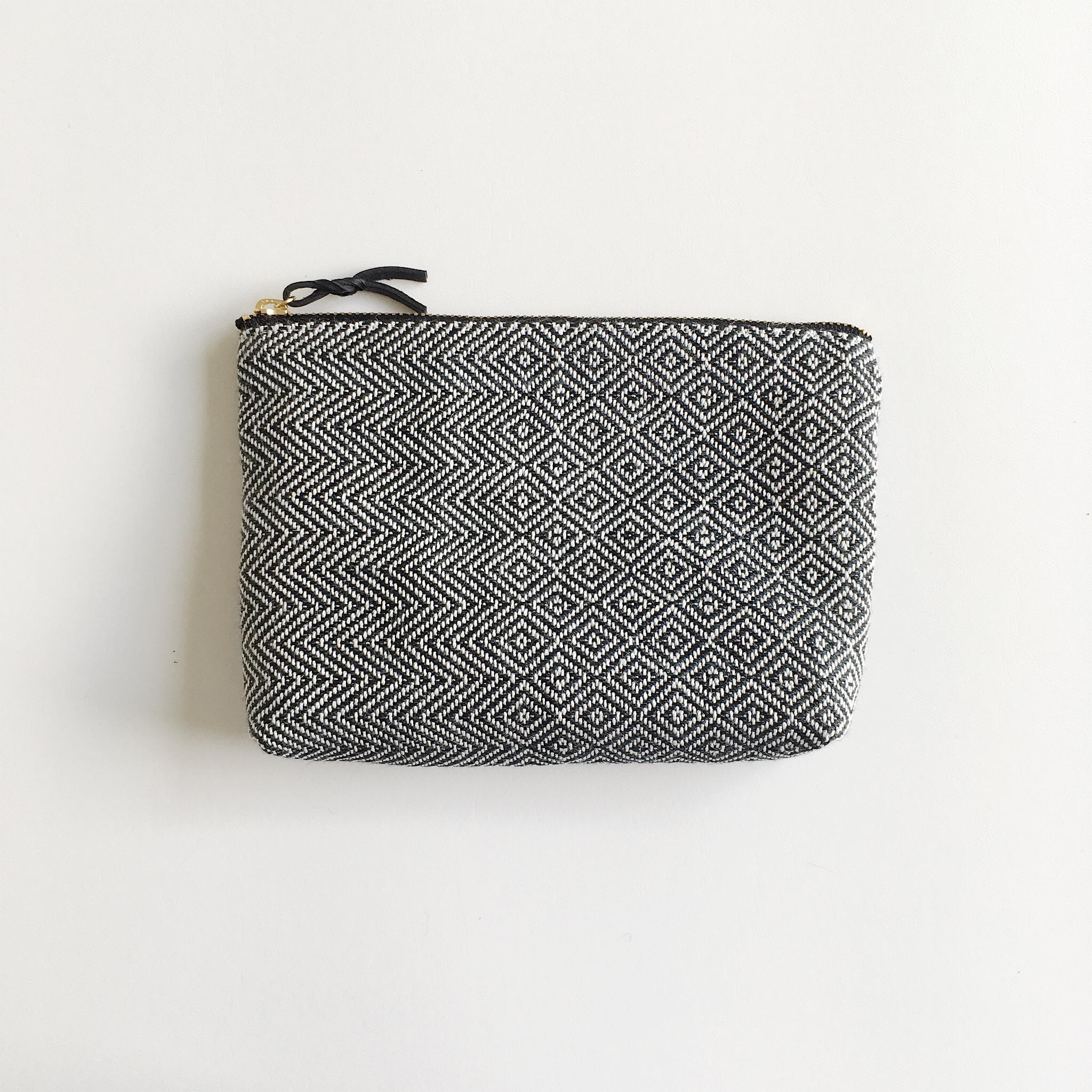 手織りメイクポーチ(Make up bag Black herringbone & Bird's-eye #3)