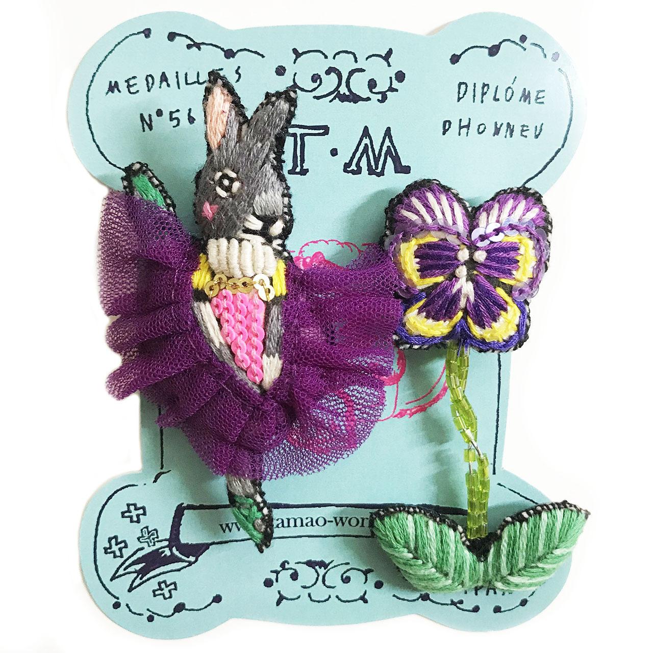 刺繍ミニブローチ(ウサギのバレリーナ)