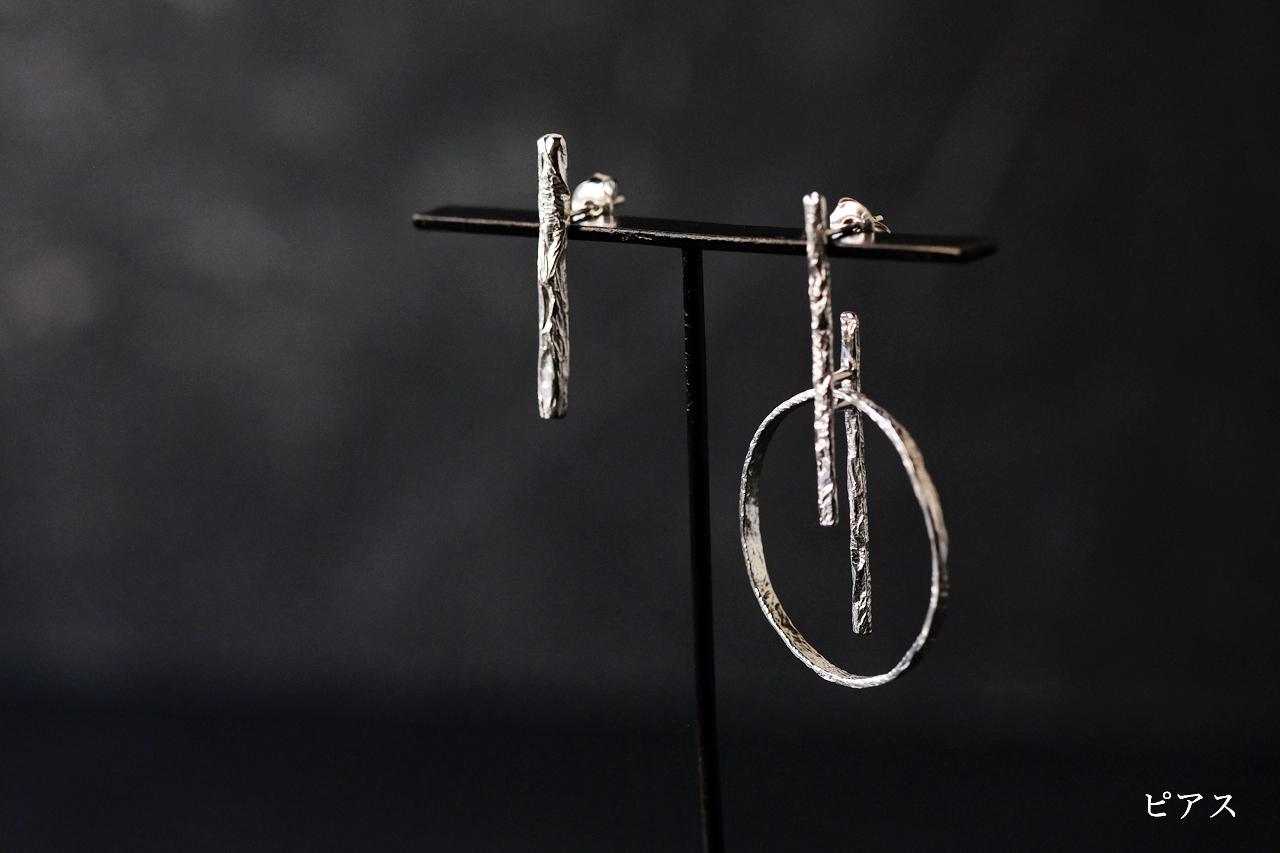 シワのHとOのピアス・イヤリング(silver)