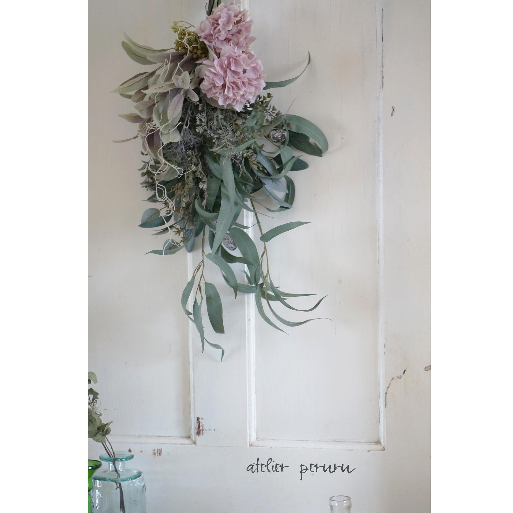 【スワッグ】トランペットのようなユーカリとモーブピンク紫陽花のスワッグ