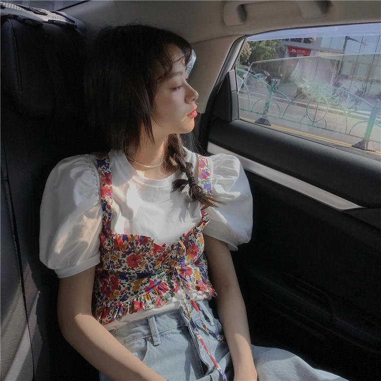 【送料無料】 コーデの主役に♡ 大人可愛い カジュアル トップス 2点セット パフスリーブ Tシャツ × 花柄 ビスチェ