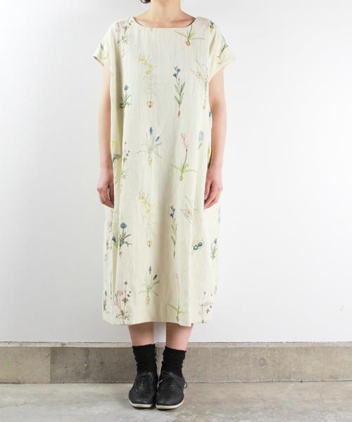 球根植物刺繍のゆったりワンピース (ロング丈)オフ白