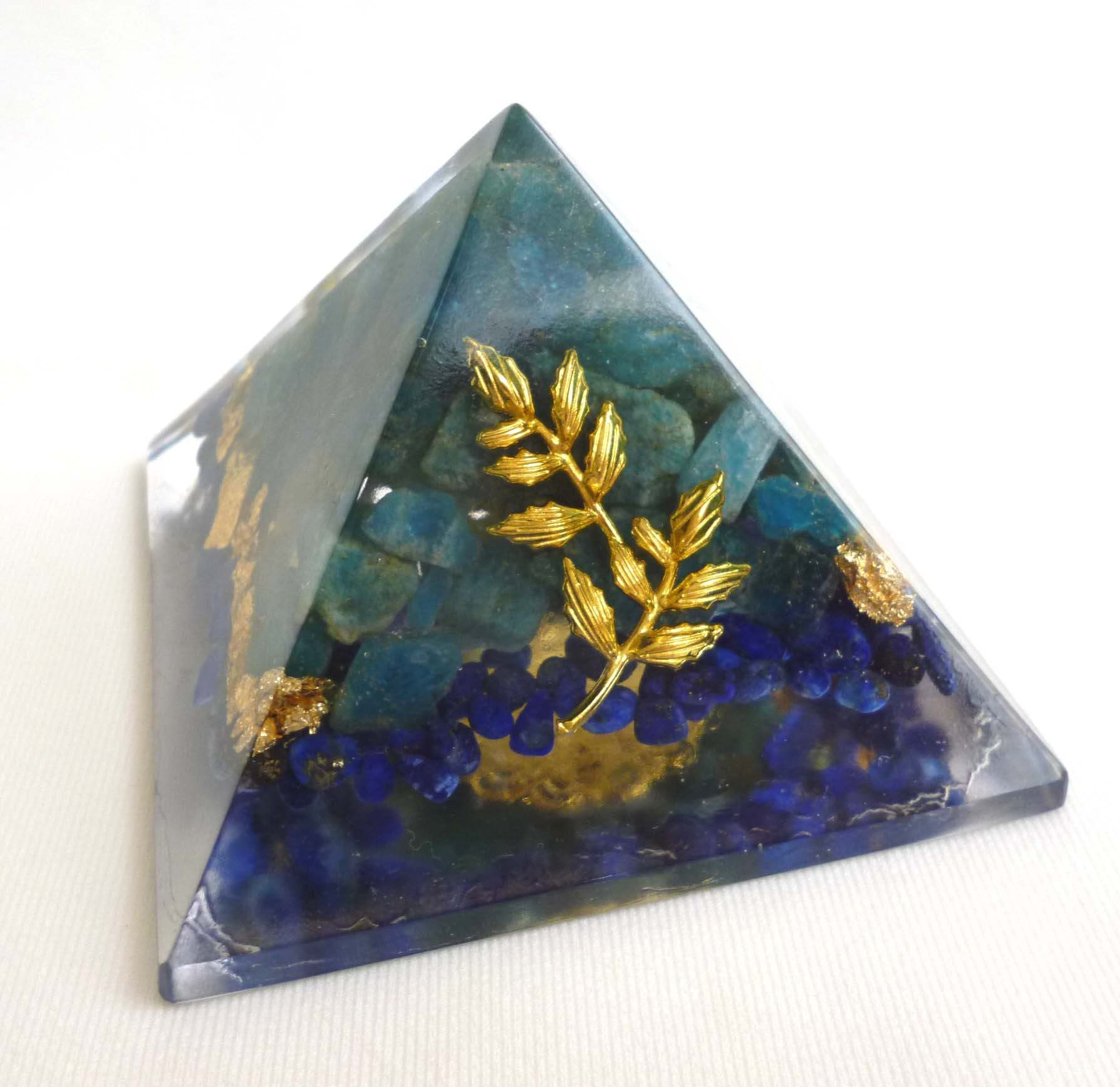 オチツキ ピラミッド型オルゴナイト