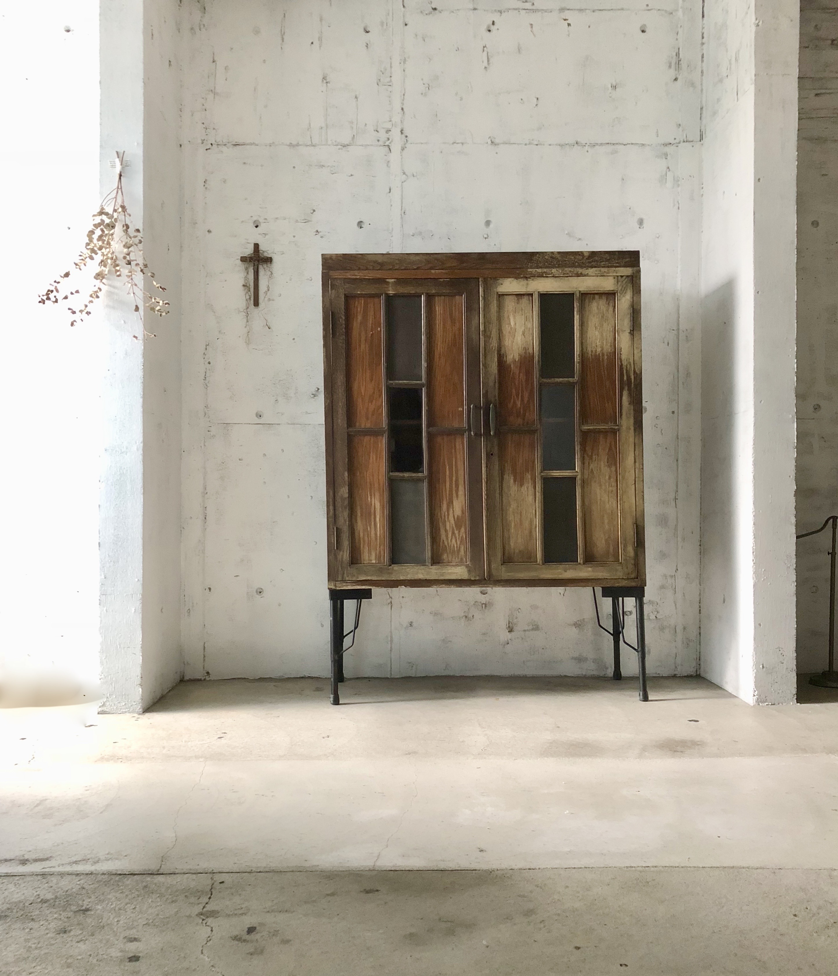 ガラス扉のキャビネット[古家具]