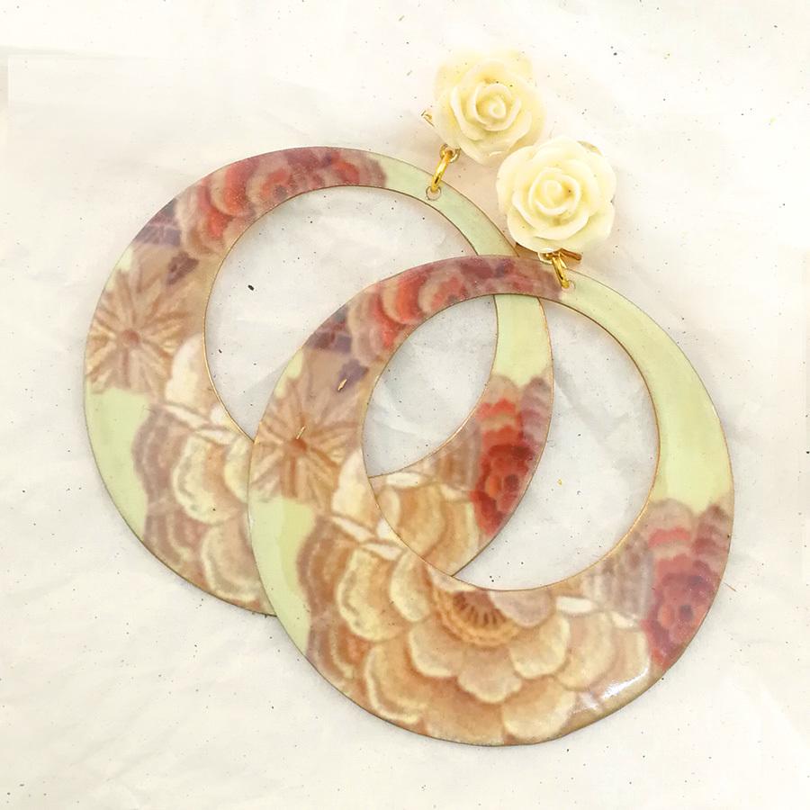 FE-Pd-ArM_PurezaBeige イヤリング/ピアス(兼用タイプ)円形M マントン刺繍柄A・ベージュ系  スペイン製