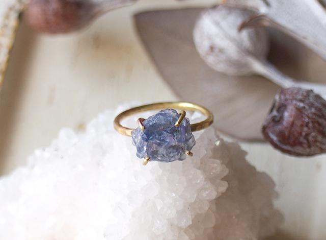 minominorie様オーダー 原石のタンザナイトのリング