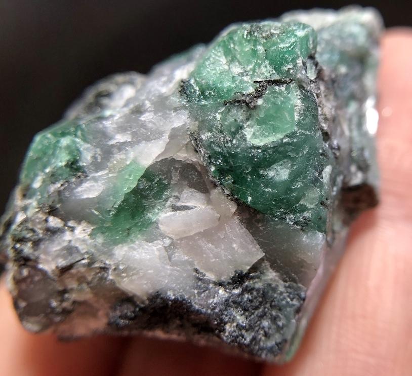 エメラルド 原石 標本 鉱物 30,5g ED012 ベリル 緑柱石