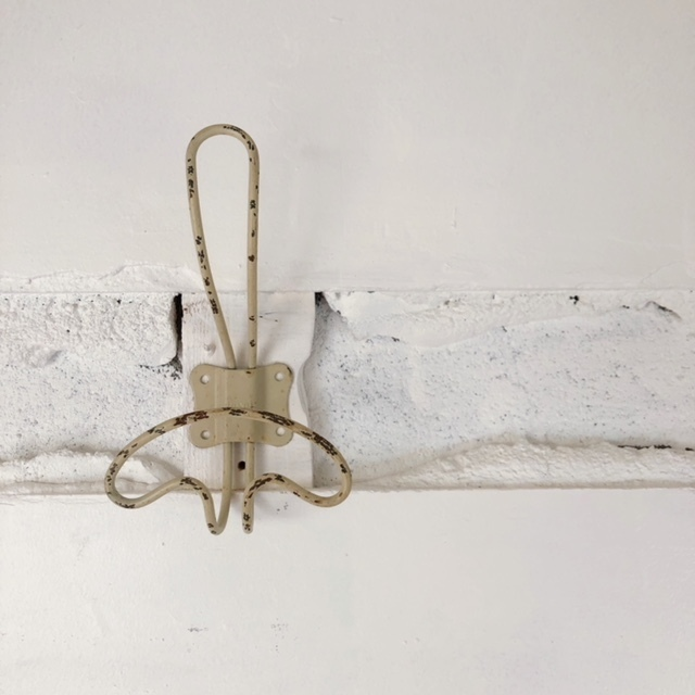 Wall hook (S) / Classic Ivory