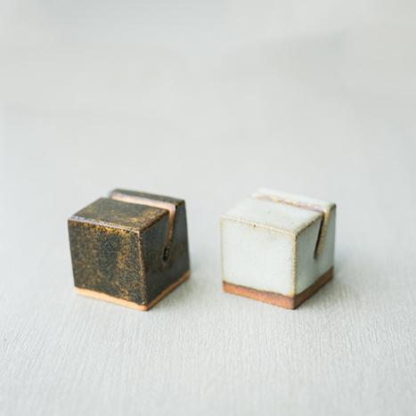 陶器のカードホルダー 2点セット ライト&ダーク