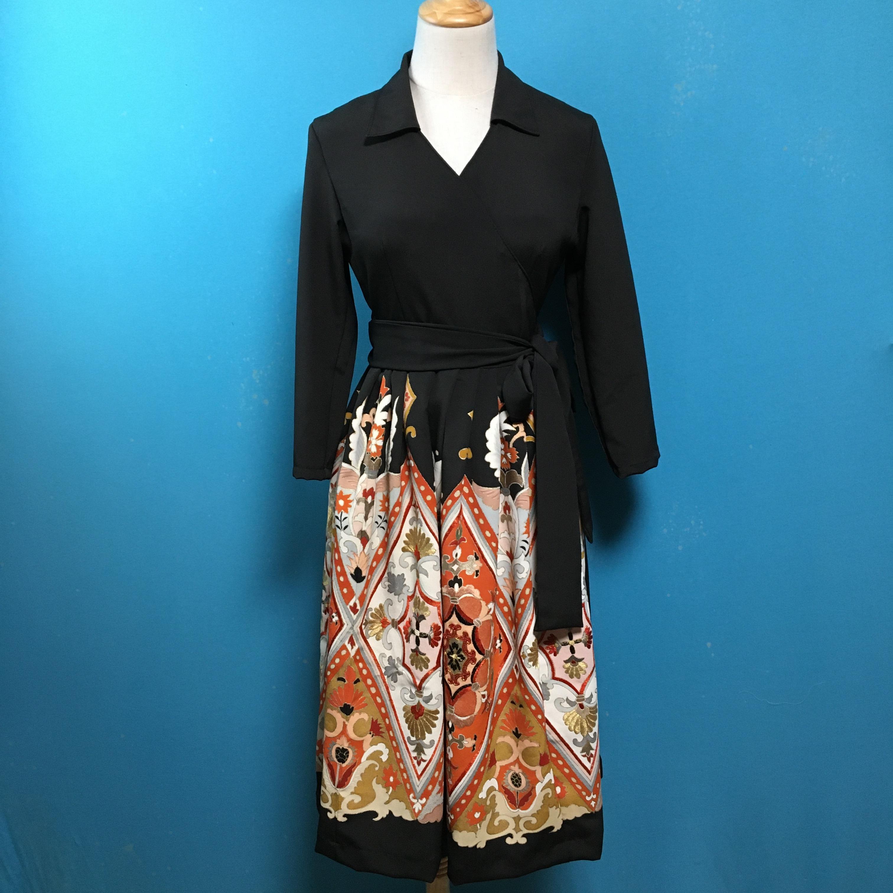 Vintage black kimono dress/ US 6/ delicate embroidered