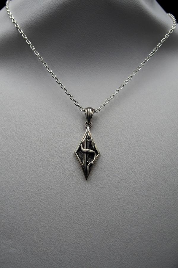 Item No.0177: Uncinq Diamond Pendant