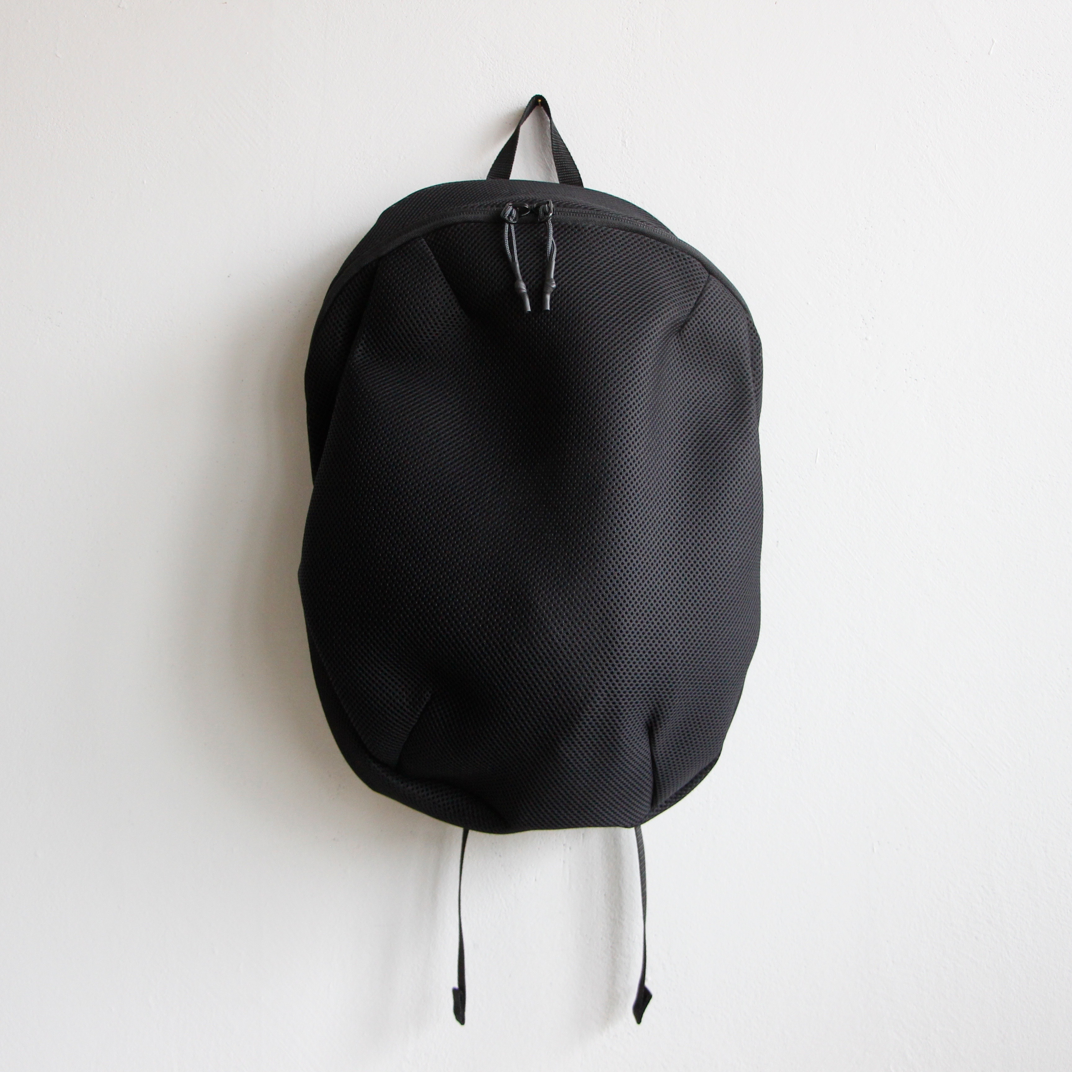 《MOUNTEN. 2020SS》double russell mesh daypack / black