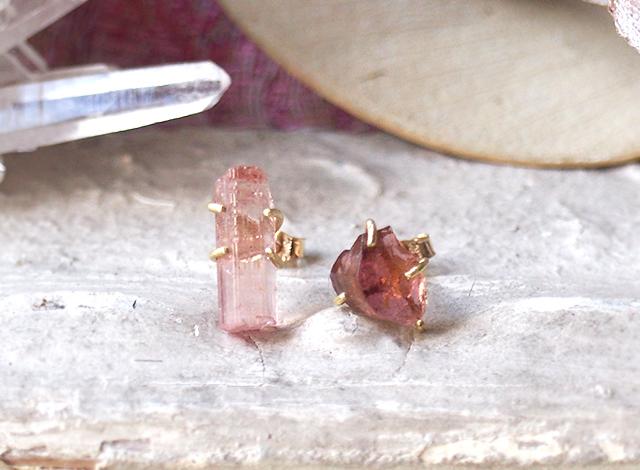 原石のピンクトルマリンのピアス