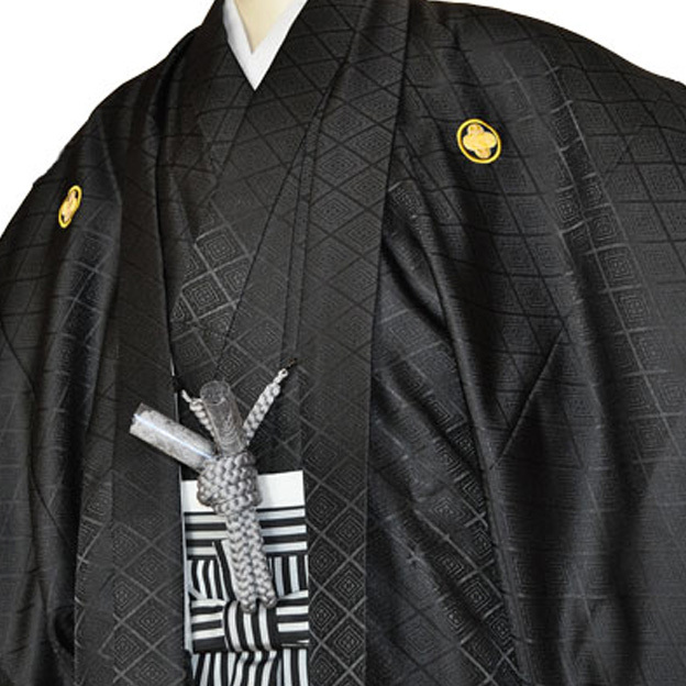 レンタル男性用black01【紋付袴】黒綸子着物に黒銀縞はかま - 画像1