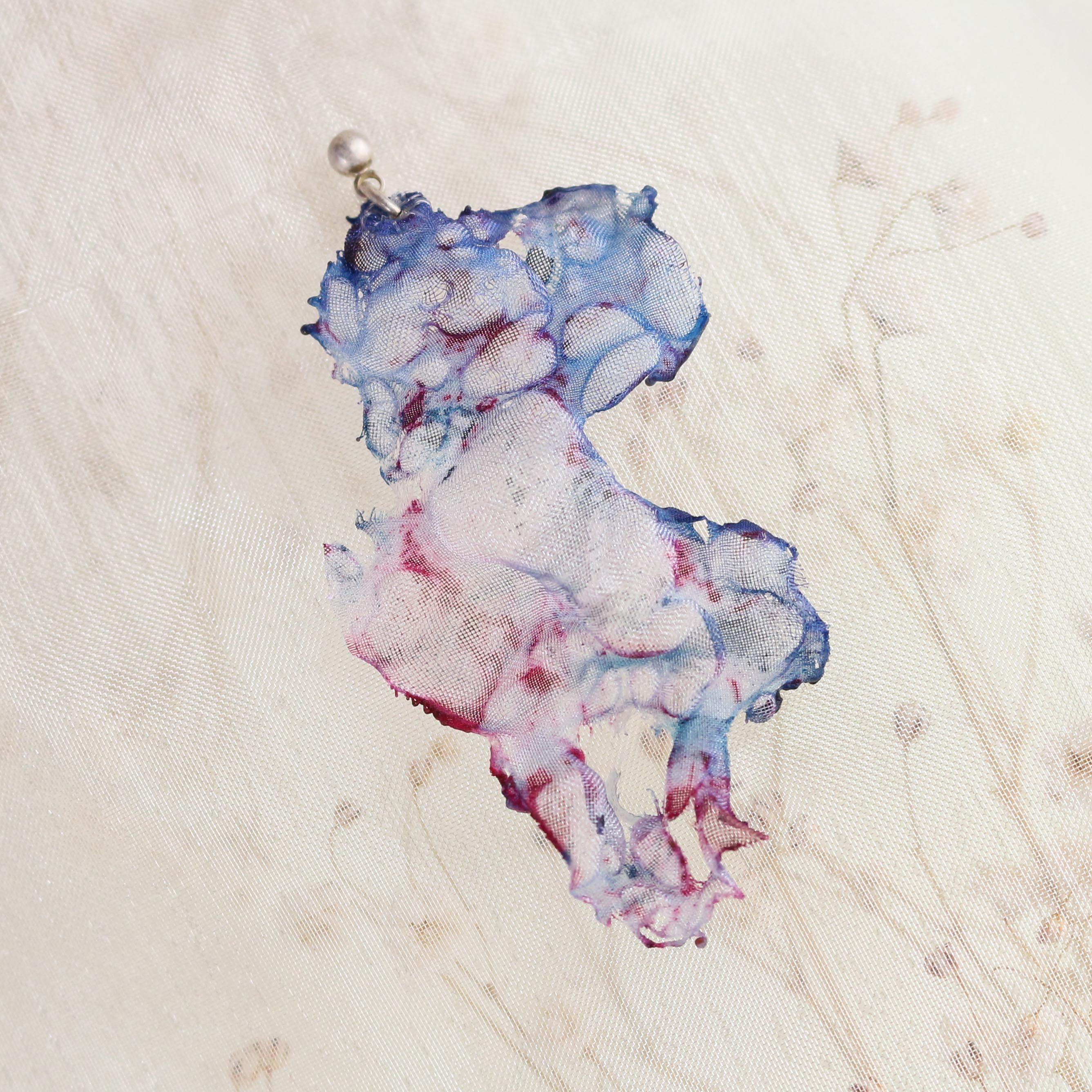 青ピンク|染めオーガンジーの片耳アートピアス