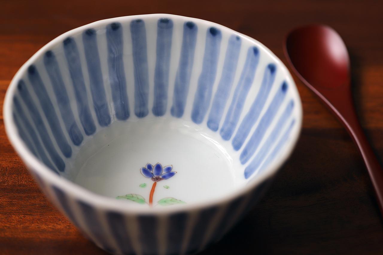 藍水 十草一つ花リンドウ 線彫小鉢 うつわ藍水(波佐見焼)