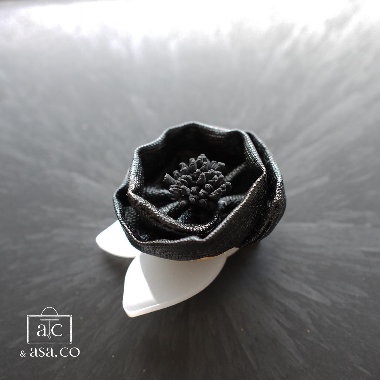 麻のコサージュ 〈 Tsubaki 〉Black