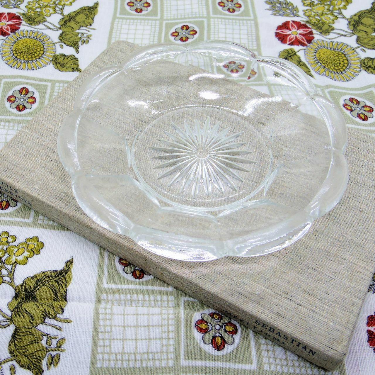 ガラスの小皿①